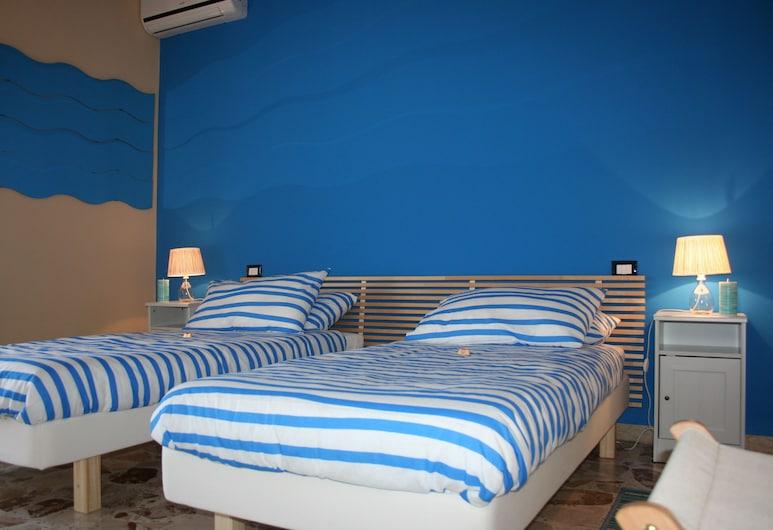 Etna guesthouse, Katanija, Kambarys (1 dvigulė / 2 viengulės lovos) (with half day Etna Tour  ), Svečių kambarys