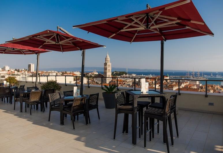 Cornaro Hotel, Split, Hotelli baar