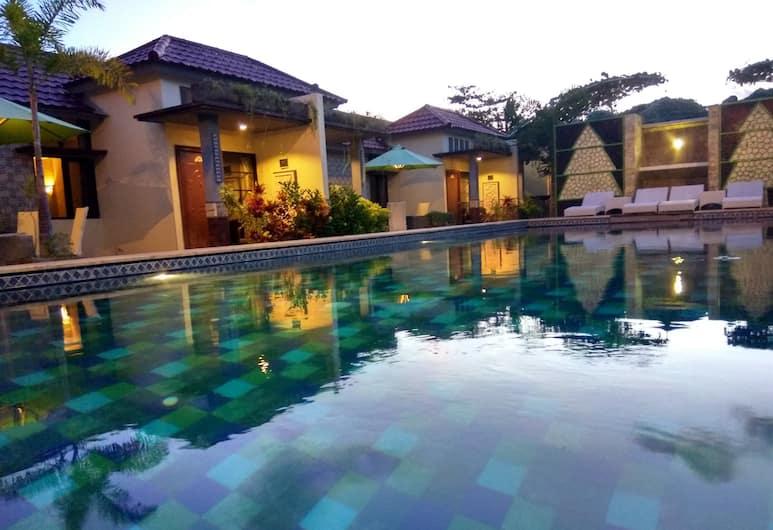 夏威夷峇里別墅, 登帕薩, 室外游泳池