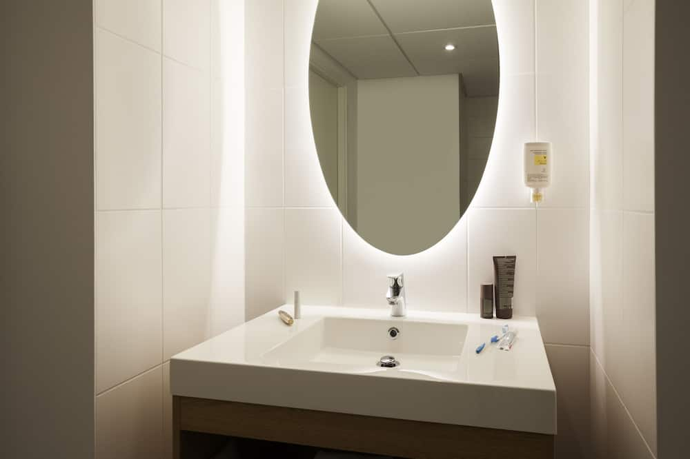 Studio, 2 Single Beds - Bathroom