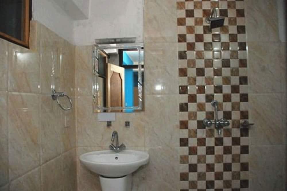 ファミリー トリプルルーム 専用バスルーム - バスルーム