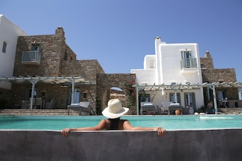 Enter your dates for our Mykonos last minute prices
