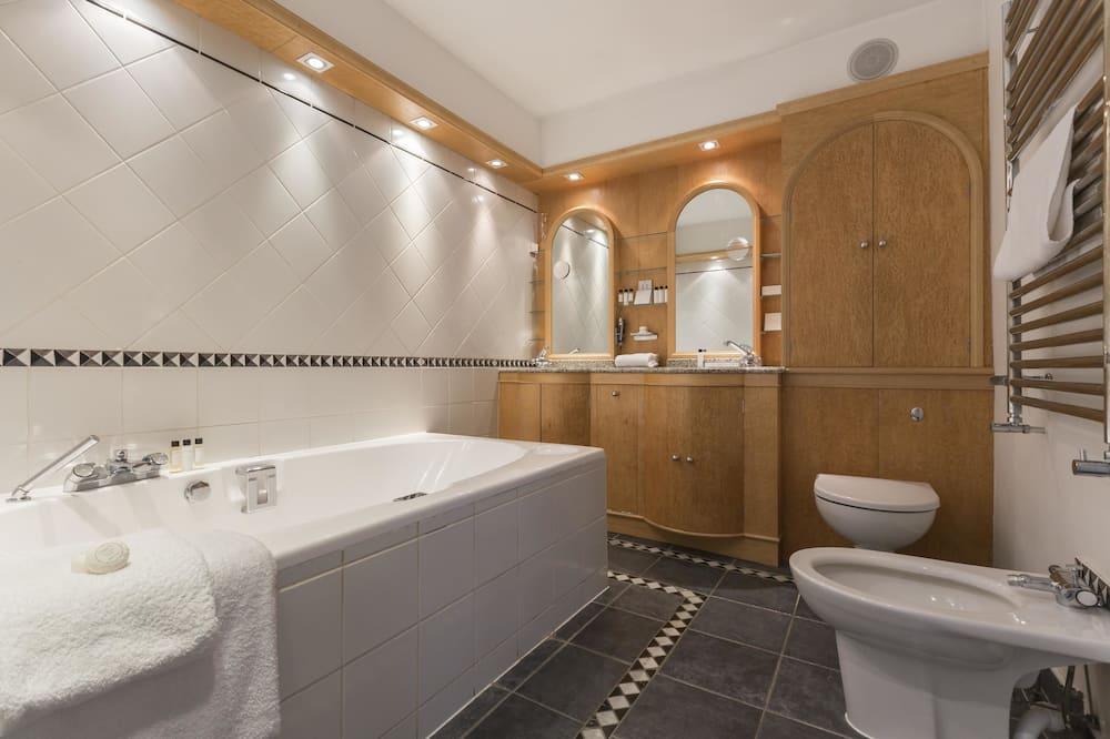 House, 4 Bedrooms (Alwyne Place) - Bathroom