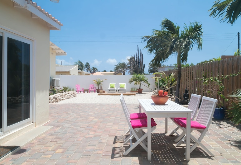 Pauline's Apartments Aruba, Noord, 2-Bedroom Vacation House, Terraza o patio