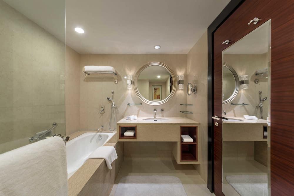 高级套房 (Holiday Inn) - Bilik mandi