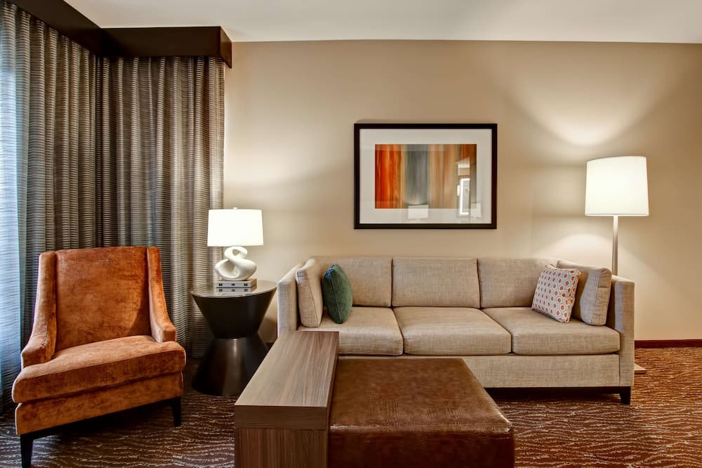 King, Suite, Multiple Beds, Accessible, Jetted Tub - Living Area