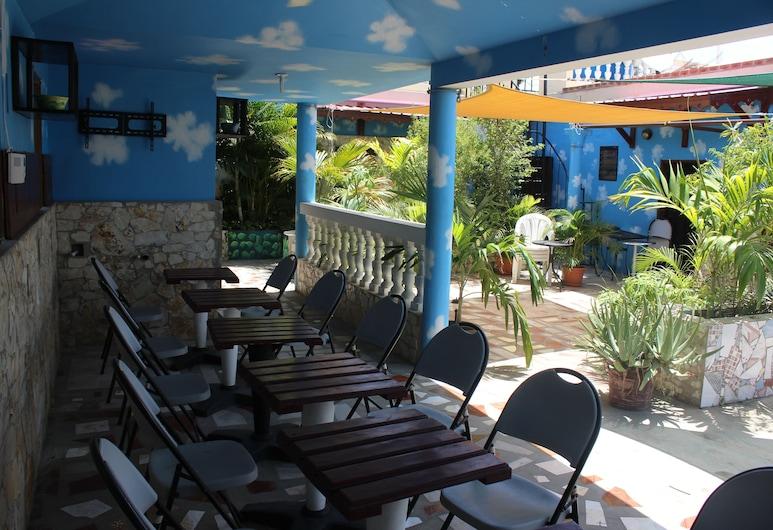 Metro Residences Hotel, Cap-Haitien, Sports Bar