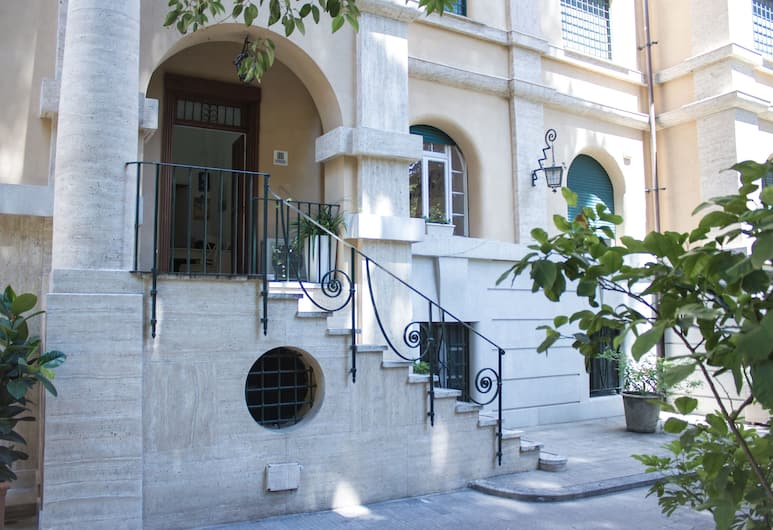 Gardenia Suite, Rome