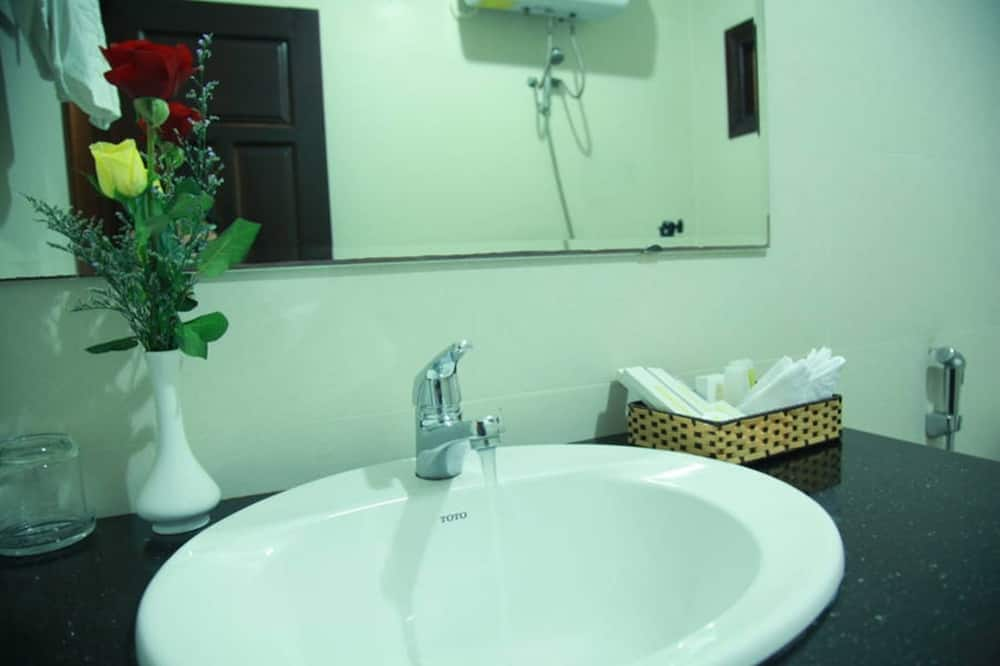 Superior Apartment, Sea View - Bathroom