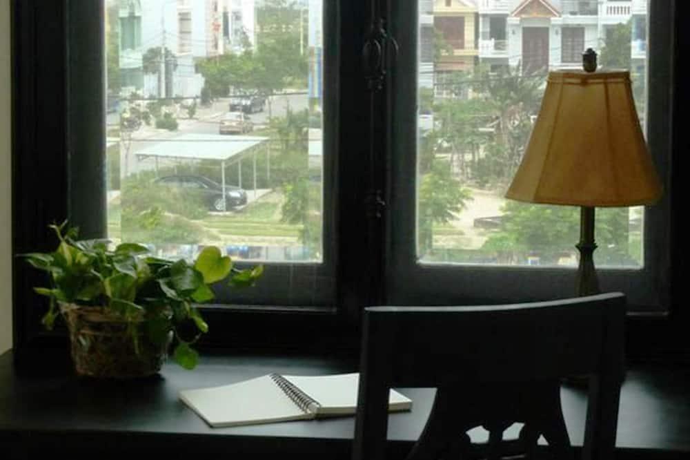 Deluxe Apartment, 1 Bedroom, Kitchen, Partial Ocean View - Room