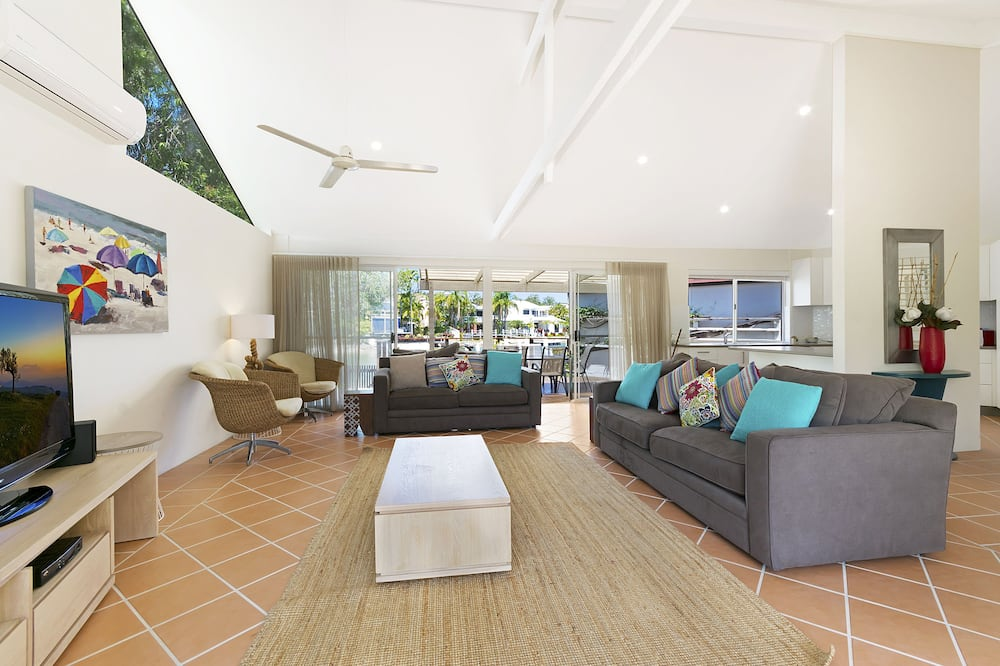 Family House, 4 Bedrooms, River View - Living Room