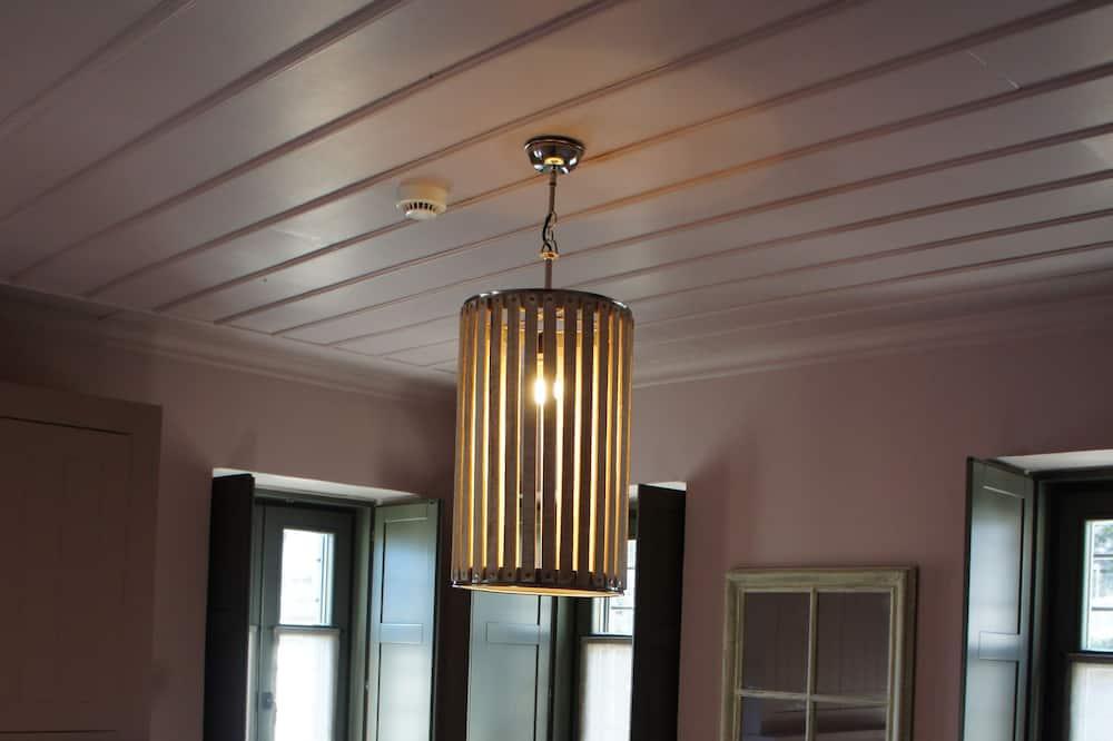Executive-Doppelzimmer, 1 Queen-Bett, Kamin, Bergblick (Pink) - Wohnbereich