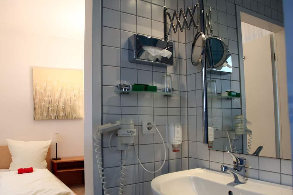 Enkeltværelse - Bruser på badeværelset