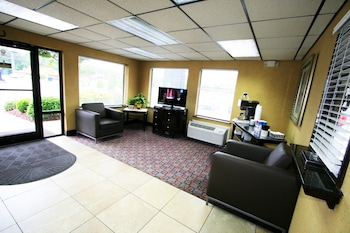 Picture of Deluxe Inn Fayetteville in Fayetteville