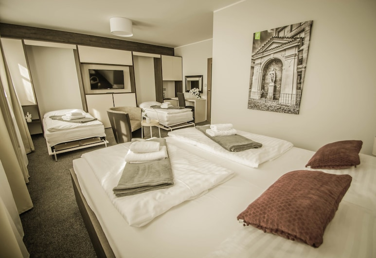 Hotel Grunt, Kosmonosy, Deluxe Double Room, Guest Room