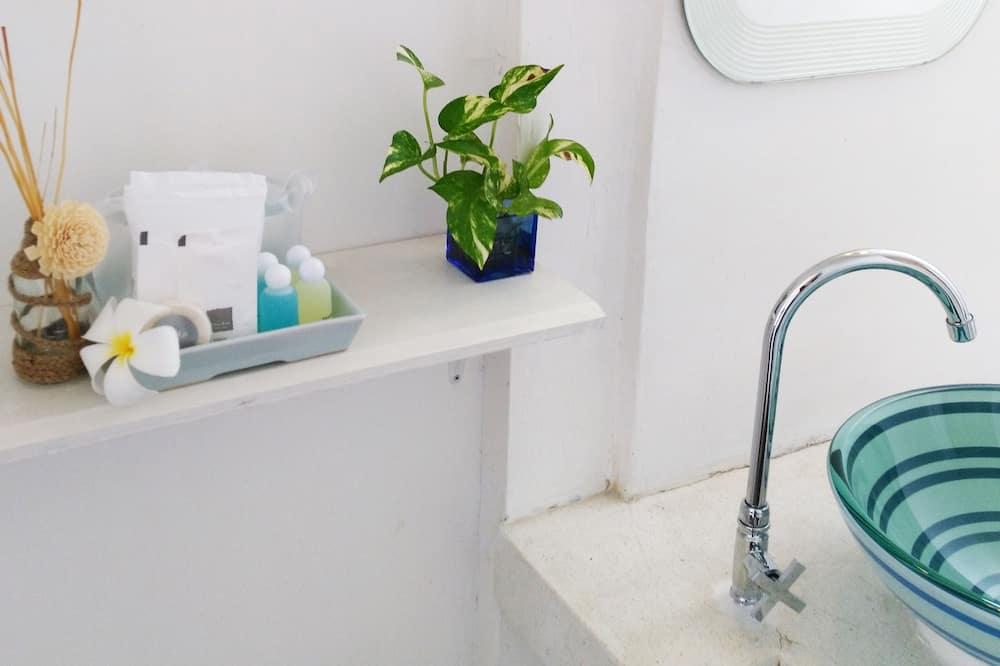 Deluxe Room On the Road - Bathroom Amenities