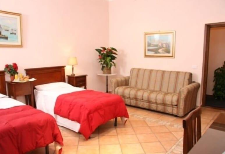Gaudí Guesthouse, Rome, Triple Room, Guest Room