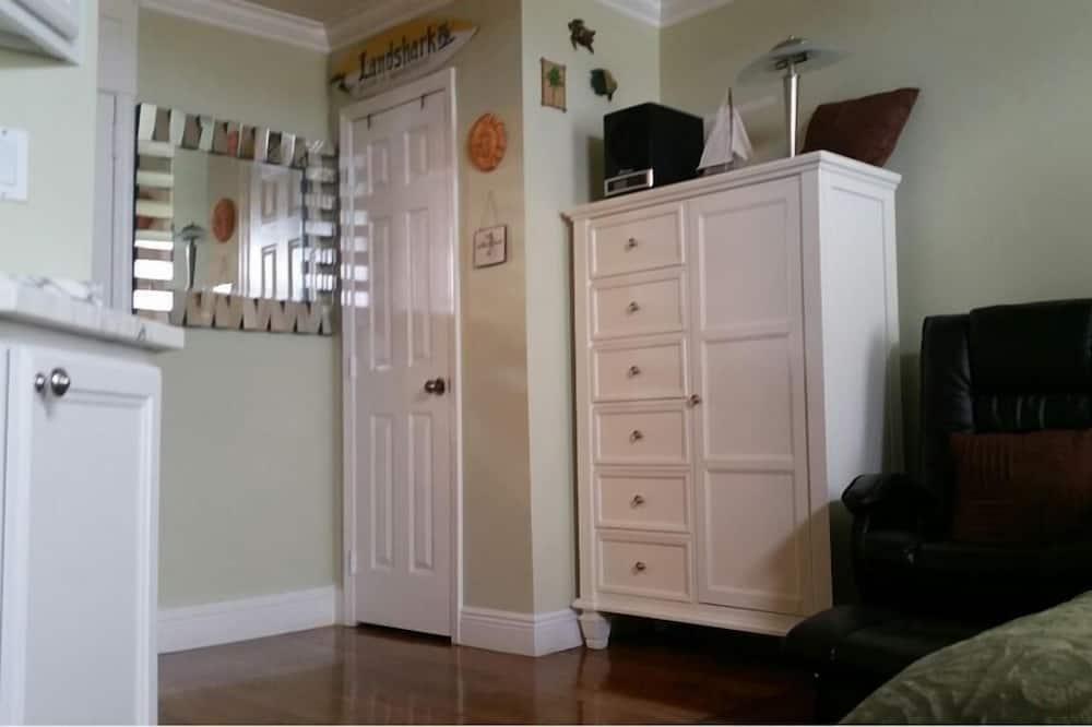 Deluxe Studio, 1 Katil Ratu (Queen), Refrigerator & Microwave - Ruang Tamu