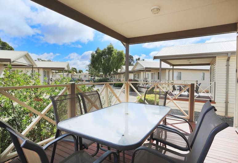 Discovery Parks - Kalgoorlie Goldfields, Victory Heights,  Deluxe 2 Bedroom Cabin , Balcony